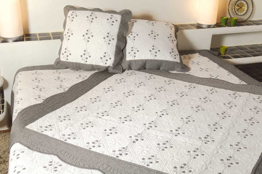linge de lit boutis provencal dessus de lit 250 x 260 cm nanling taupe ebay. Black Bedroom Furniture Sets. Home Design Ideas