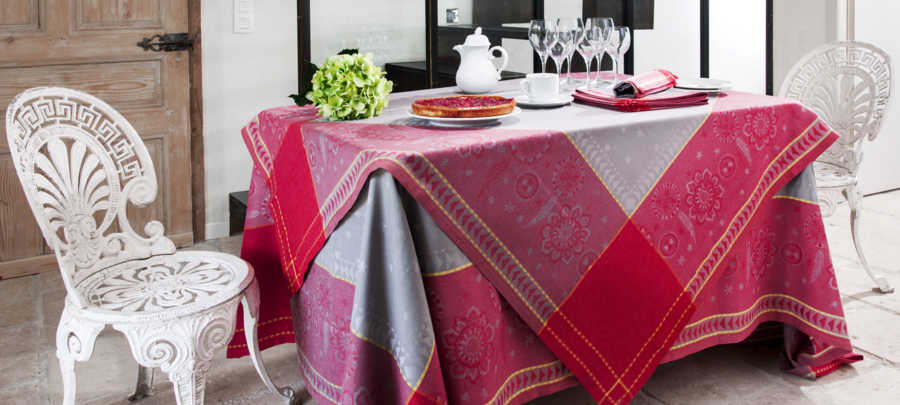 Collection nappe jacquard Cheyenne Bordeaux